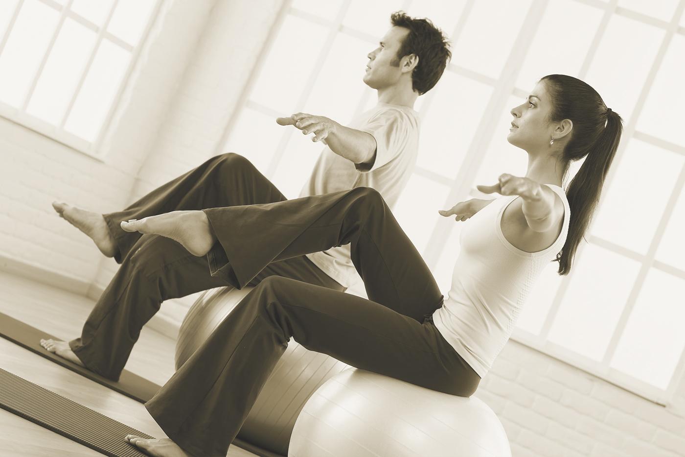 Personas realizando Pilates en Delicias - Gimdanza Silvia